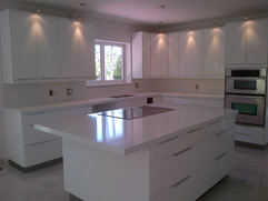 Pure White Quartz Counter Top With Kitchen Cabinets